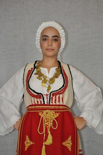 Desfina-gynaikeia-paradosiaki-foresia-sterea-ellada